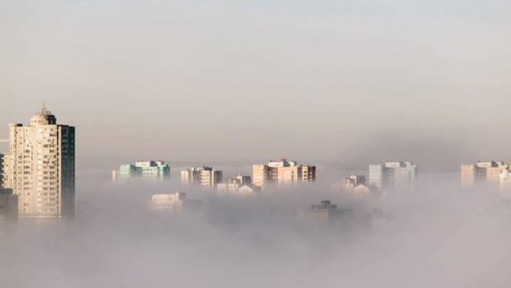 Київ накрило густим туманом, який триматиметься аж до ранку