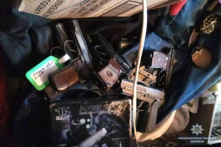 На Хмельниччині затримали торгівця зброєю з цілим арсеналом (ФОТО)