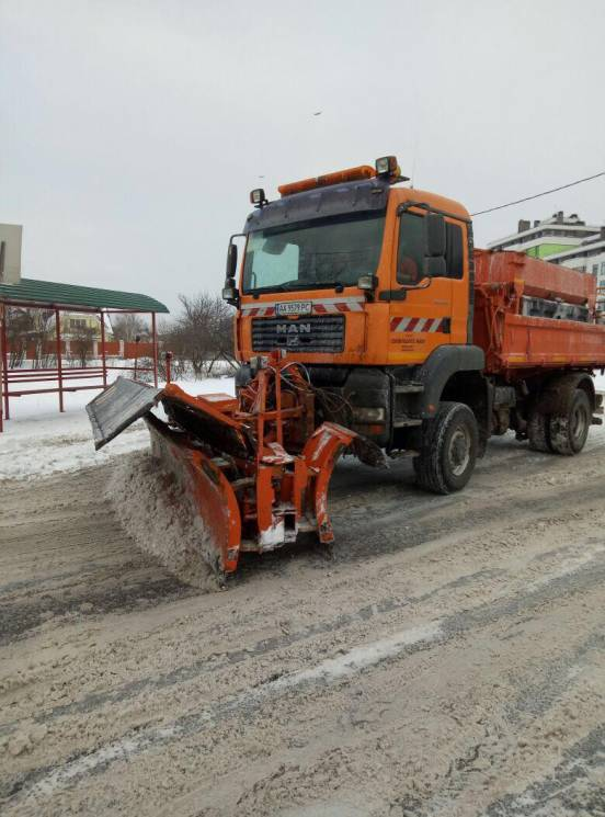 """367 одиниць техніки """"Київавтодору"""" розчищають столичні дороги від снігу"""