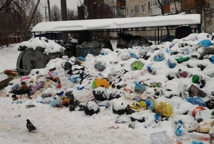 """""""Покращення"""" від подорожчання квартплати: Київ продовжує потопати у смітті (ФОТО)"""