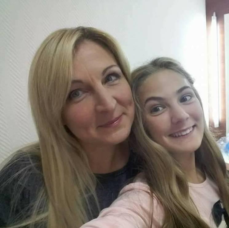 """Дві зірки просто неба: Як мама зі """"Школи"""" та її донька намагаються не стати безхатьками"""