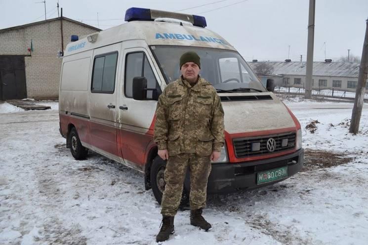 Закарпатський священик подарував реанімобіль криворізьким танкістам