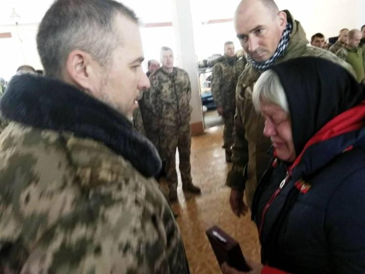 Матері загиблого АТОвця з Подільська вручили нагороду сина