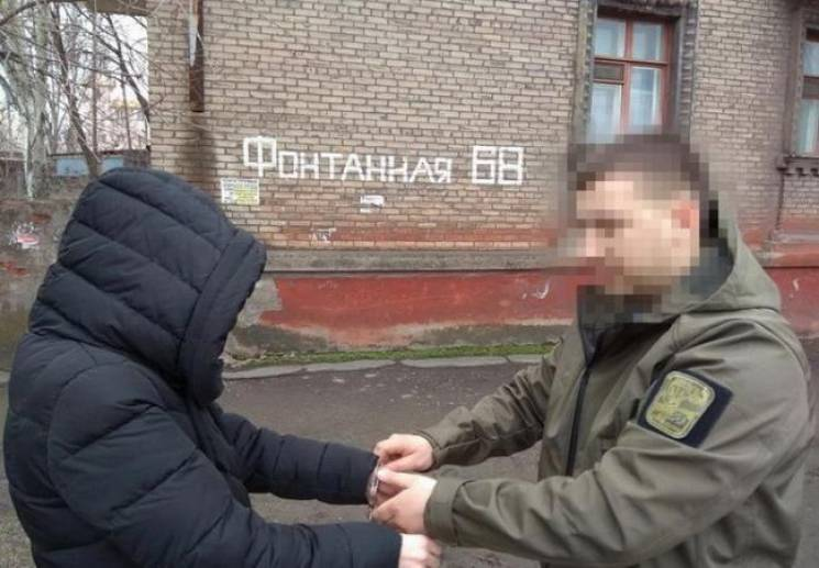 """В Мариуполе поймали сторонницу """"ДНР"""", которая оформляла недвижимость на боевиков"""