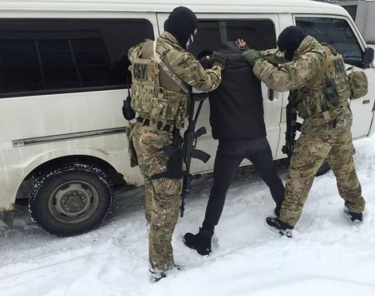 """На Донеччині затримали екс-бойовика """"ДНР"""", який втік зі """"служби"""" та переховувався (ФОТО)"""