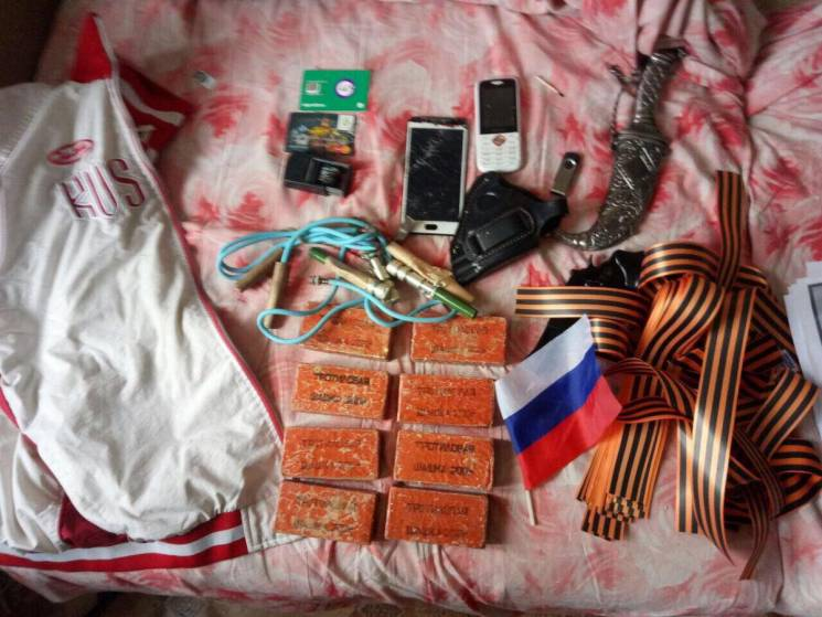 Російські прапори та шашки: У Чернігові силовики зірвали антиукраїнські акції (ФОТО)