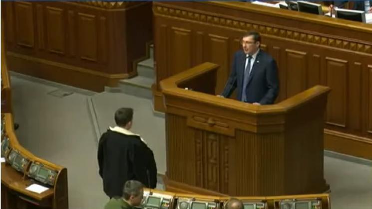"""Як Савченко """"розстрілює очима"""" Луценка на трибуні (ФОТО)"""