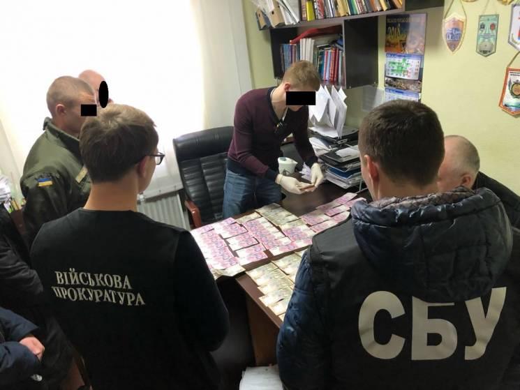 Директора харківського «Укроборонпрому» упіймали нахабарі у60 тис. грн