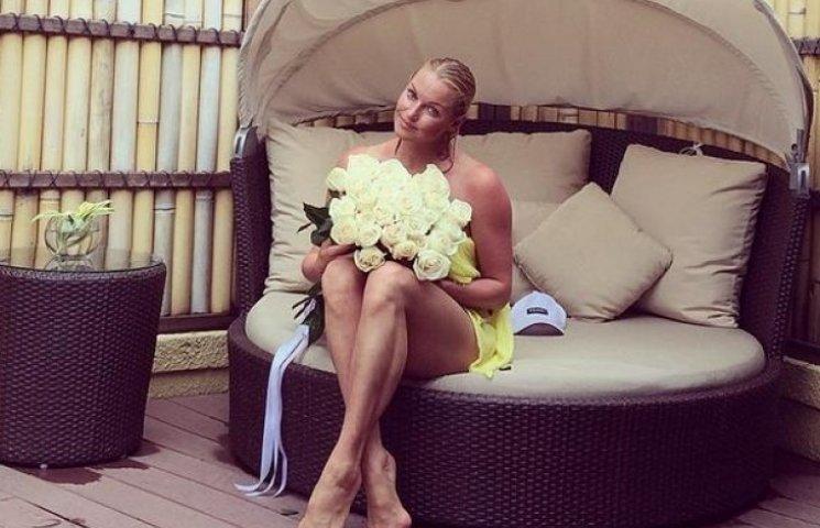 Раздеваться мы не бросим: Анастасия Волочкова поделилась снимком в бикини