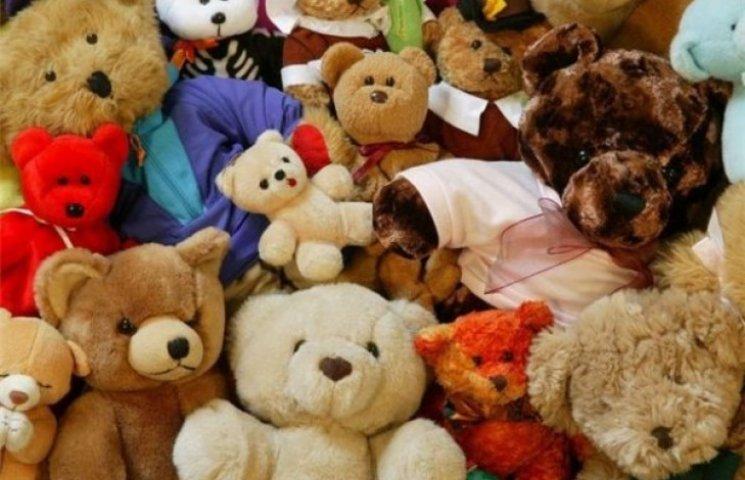 В украинском городе Счастье автоматчики украли фуру мягких игрушек