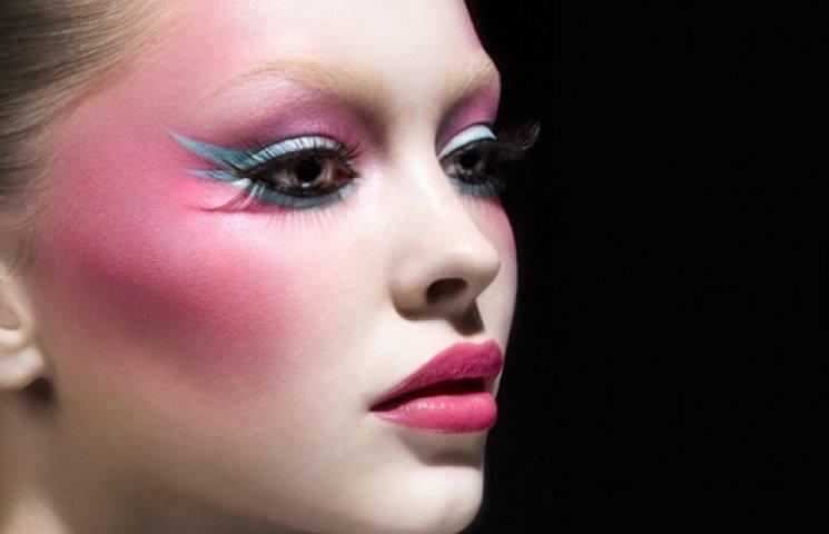 Новый розовый: как использовать модный оттенок в макияже
