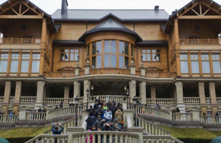 Через час беженцев будут заселять в Межигорье Януковича