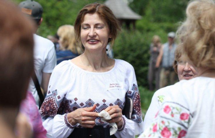 Как Марина Порошенко пиарила мужа на грядке