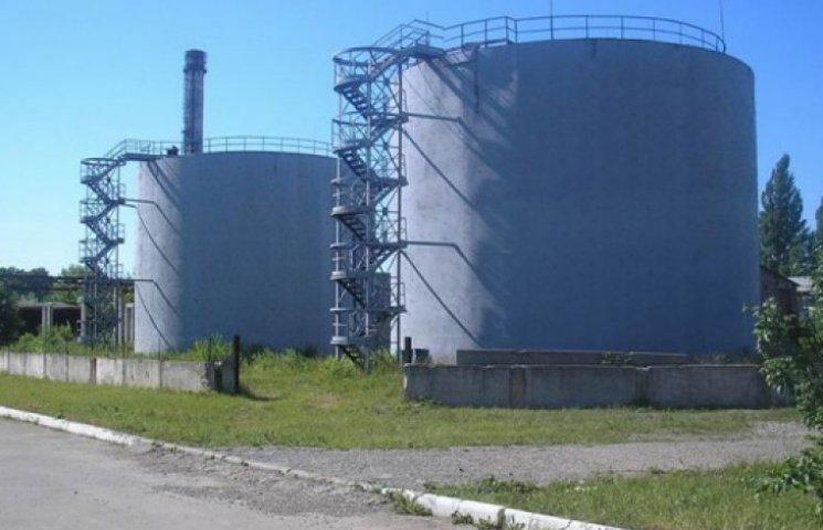 На Луганщине боевики вывезли с  нефтебазы 5 бензовозов солярки