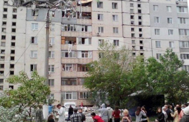 Под обломками николаевской многоэтажки остаются живые люди