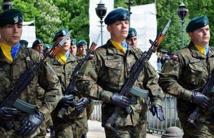 Польские военные в знак солидарности надели сине-желтые платки