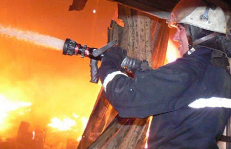 В Запорожье пожарные на четырех машинах спасали «пережаренные» семечки