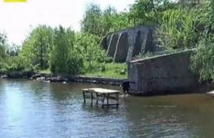 Крепость Царева на берегу Днепра охраняют вооруженные боевики