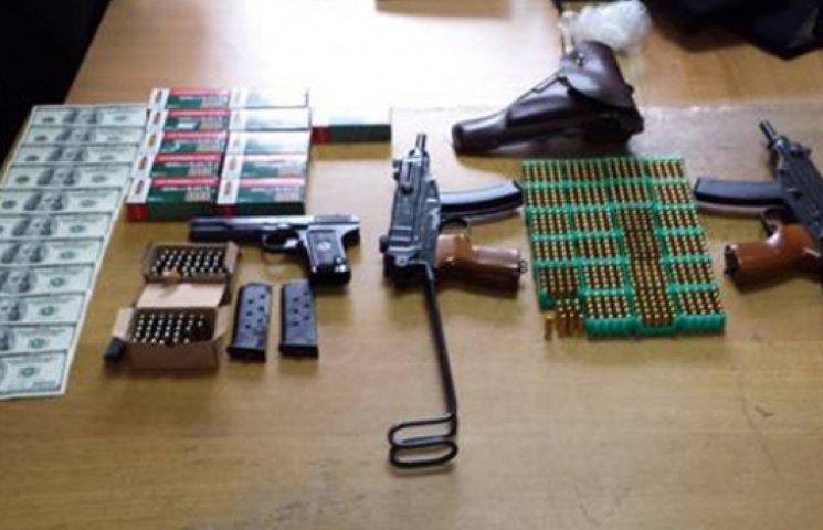 В Киеве СБУ задержала банду, снабжающую террористов оружием