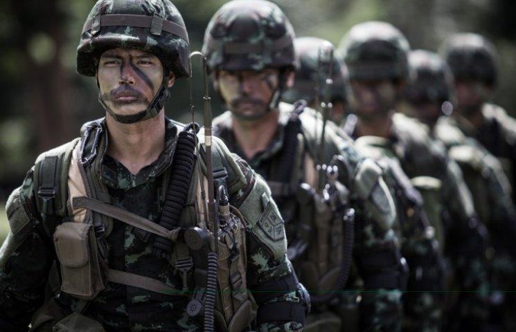Тайская армия ввела в стране военное положение