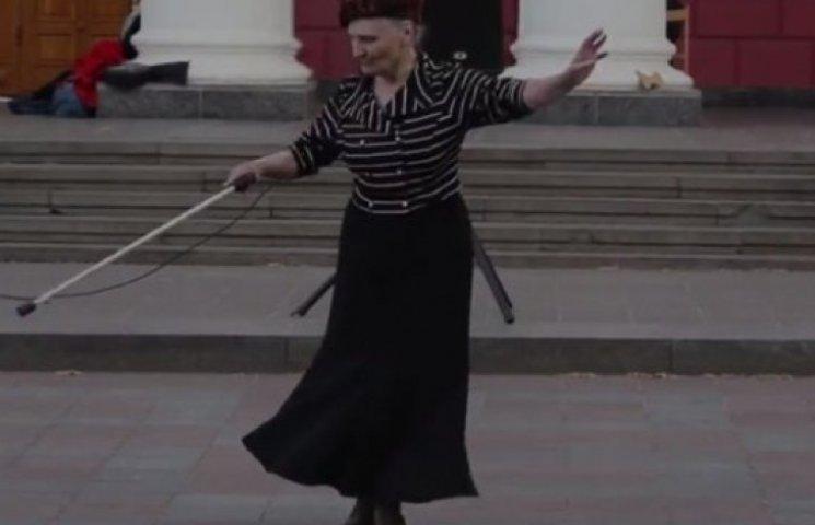 В Одессе появилась бабушка-Чарли Чаплин