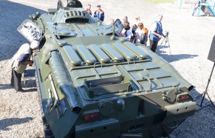 Николаевцы за свой счет отремонтировали два БТРа для наших военных