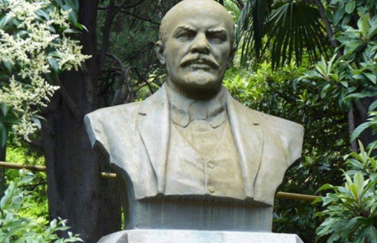 Коммунисты зажлобились спасать памятник Ленину