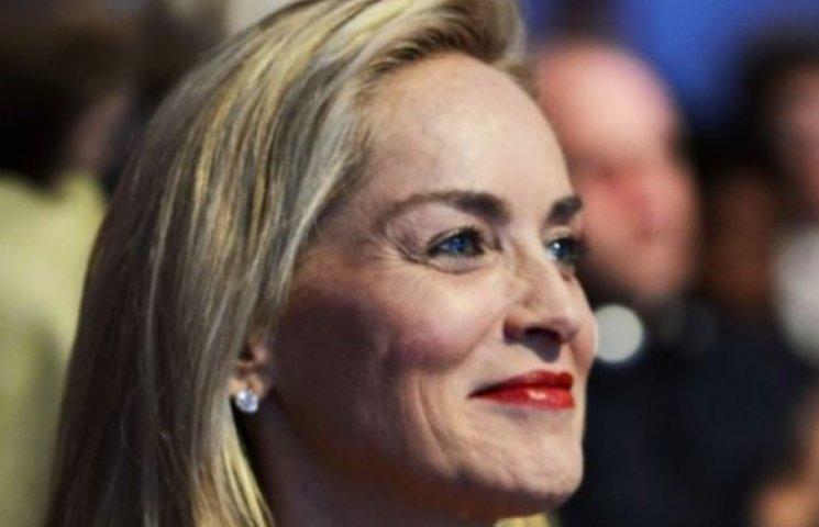 56-летняя Шерон Стоун позирует в полупрозрачном боди