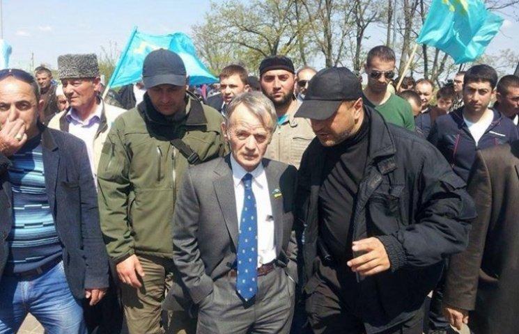 Джемилев решил пока не прорываться в Крым
