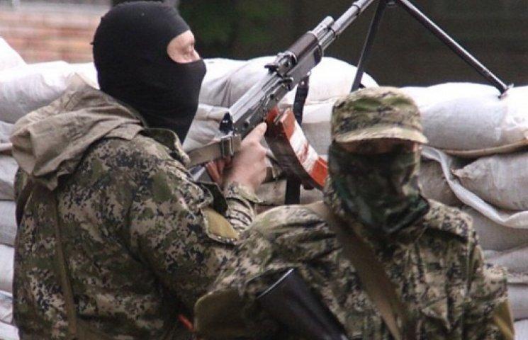 На Донбассе сепаратисты отпустили троих заложников со следами пыток