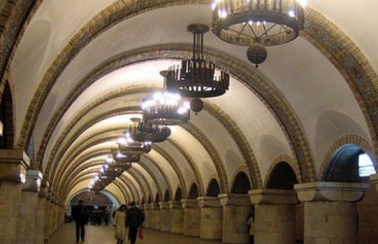 В Киеве на станции метро «Театральная» мужчина бросился под поезд