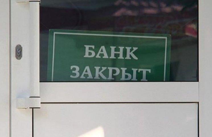 Ранее в Луганске и Донецке напали на инкассаторов и отделение банка