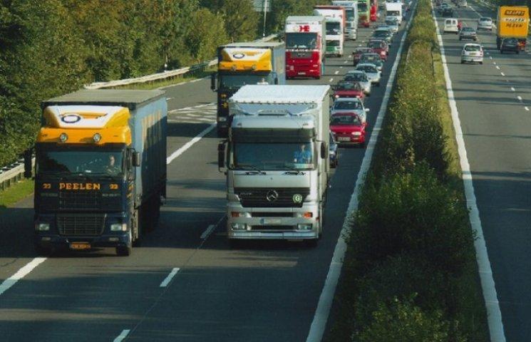 Бандиты с большой дороги: луганские боевики грабят транспорт