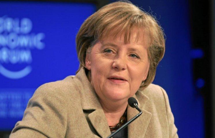 Меркель советует Путину не ехать в Крым 9 Мая