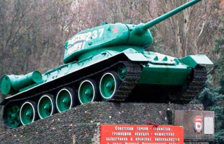 Луганские сепаратисты захватили танк-памятник – СМИ