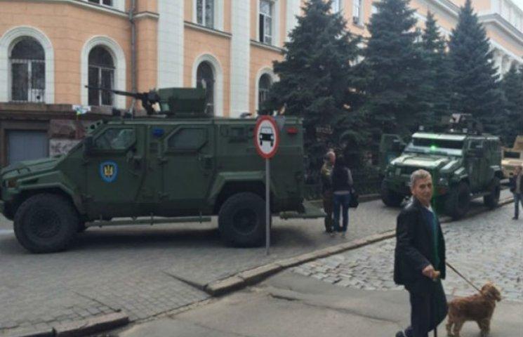 В Одесу ввели бойову техніку, щоб запобігти терактам (ФОТО)