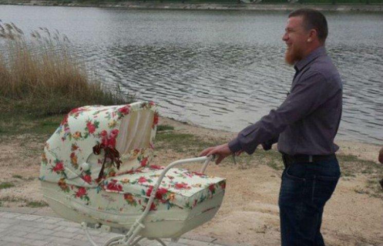 Бойовик Моторола показав фото з новонародженою донькою (ФОТО)