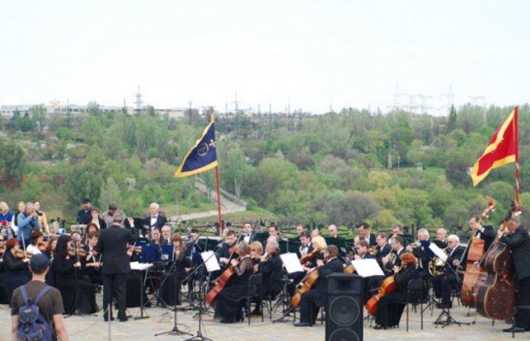 На даху хортицького музею зіграв духовий оркестр (ФОТО)
