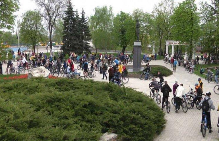 Перше травня сумчани відзначили масовим велопарадом (ВІДЕОФАКТ)
