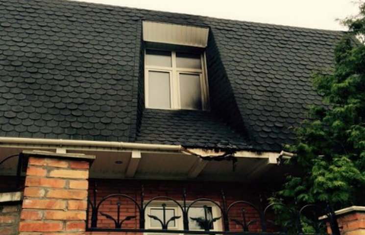 Сумському екс-губернатору намагалися спалити дім (ФОТОФАКТ)