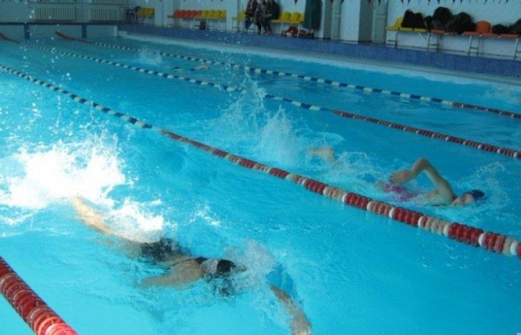 В Ужгороді діти з обмеженими можливостями змагались у плаванні (ВІДЕО)
