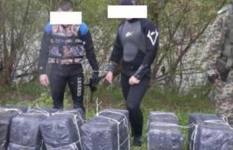 На Закарпатті з Тиси виловили аквалангістів із контрабандою (ФОТОФАКТ)