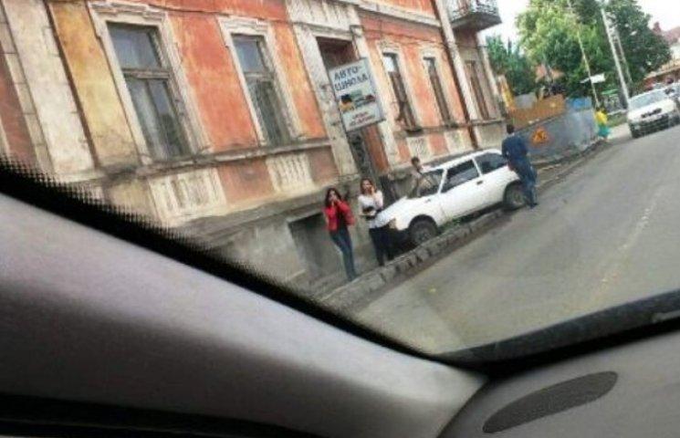 В Ужгороді машина в