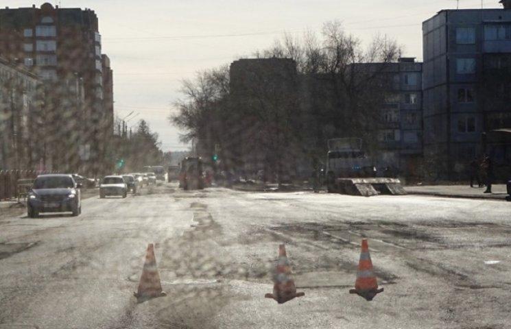 У Дніпропетровську з доріг зрізають асфальт