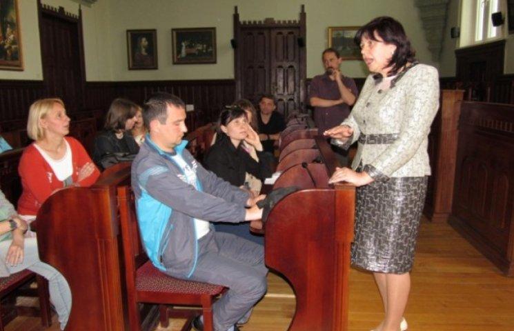 У Мукачеві розгортається скандал через закриття російськомовних класів (ВІДЕО)
