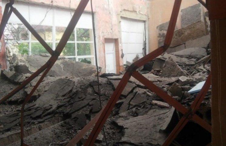 У Мукачеві в Будинку школяра обвалився дах (ФОТОФАКТ)