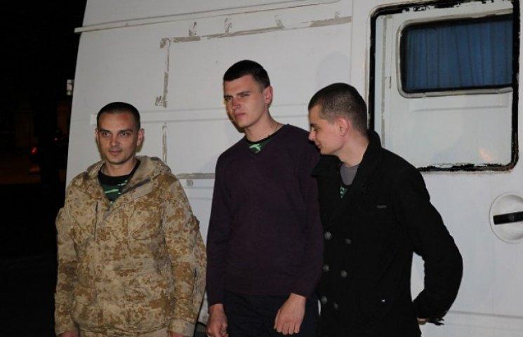 """З полону """"ДНР"""" звільнили трьох українських бійців"""