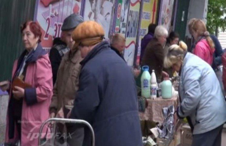 Як мешканці окупованого Луганська масово скуповують продукти у Станиці (ВІДЕО)