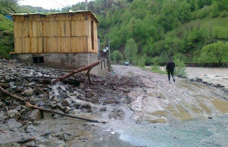 У гірському районі Закарпаття зійшли селеві потоки (ФОТОФАКТ)