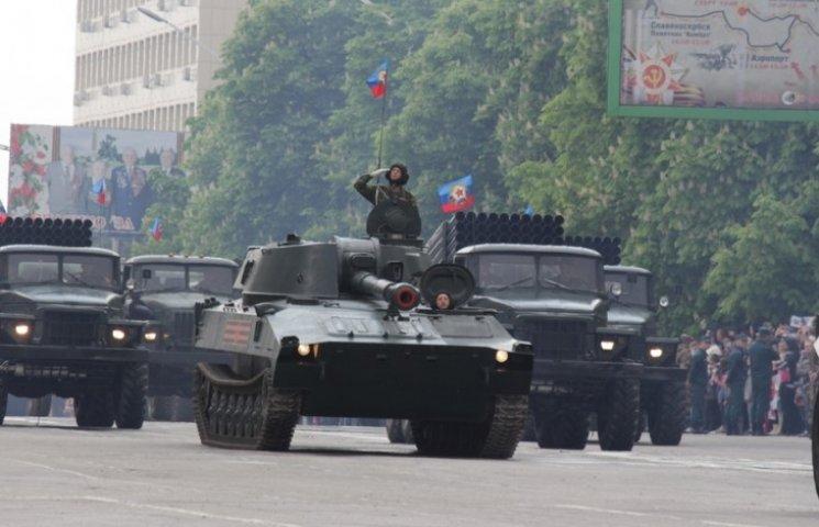 """Бойовики """"ЛНР"""", буряти і 30 одиниць російської техніки пройшли """"парадом"""" у Луганську (ФОТО)"""